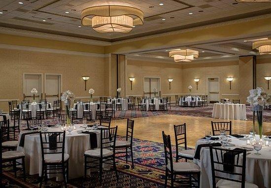 Torrance, CA: Wedding - Banquet Setup