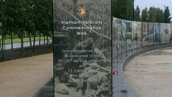 ‪Vietnam Veterans Commemorative Walk‬