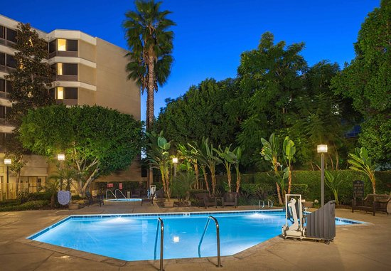Fullerton, CA: Outdoor Pool