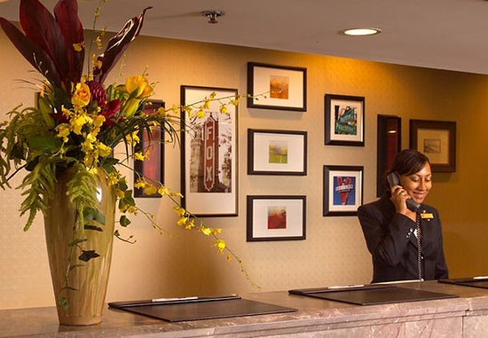 Atlanta Marriott Suites Midtown: Front Desk