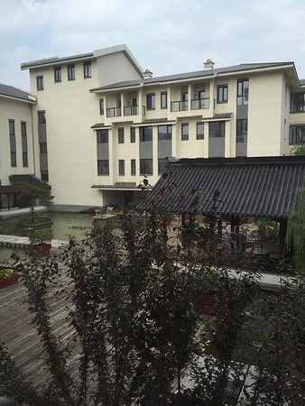 Grand Barony Taierzhuang Hotel