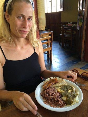 El Desayunazo: Huevos rancheros & Gallo Pinto