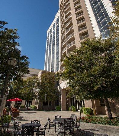 Dallas Marriott Las Colinas: Lakeside Terrace