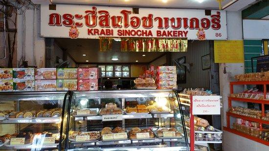 Pak Nam, Thailand: 色々なお菓子やパン