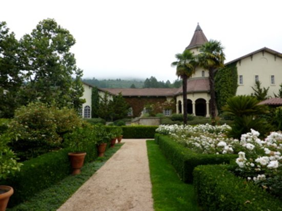 Healdsburg, Califórnia: What an outstanding time we had at the Lambert Bridge Winery! Beautiful location.