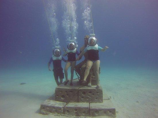 Aquanautas : estatua