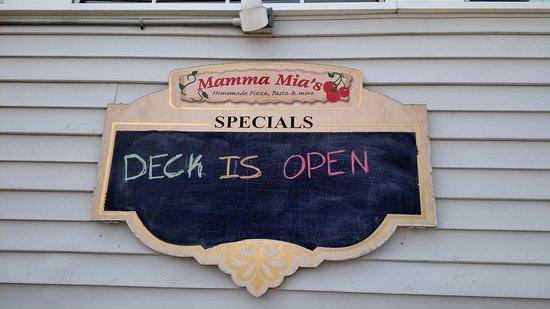 Mamma Mia's Restaurant: Deck is open!