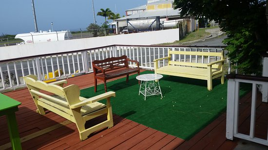 Newcastle, Nevis: Outdoor seating/ Great at night with the ocean breeze and view of the stars