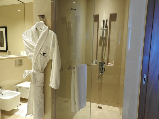 Large Shower Stall - Picture of JW Marriott Marquis Hotel Dubai ...