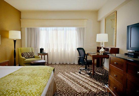 Phoenix Marriott Mesa: Guest Room Entertainment Station