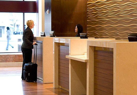 أوكلاند ماريوت سيتي سنتر: Front Desk