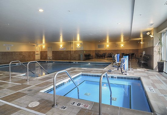 Burr Ridge, IL: Indoor Spa & Pool