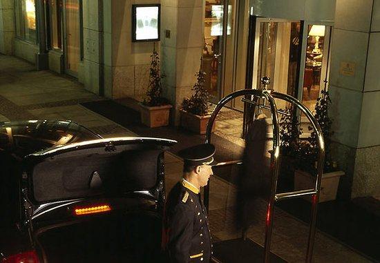 Leipzig Marriott Hotel: Entrance