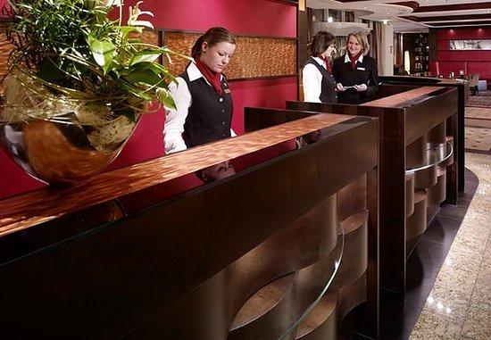 Leipzig Marriott Hotel: Reception Desk