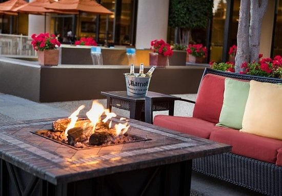 Manhattan Beach, Californien: Outdoor Terrace & Fire Pit