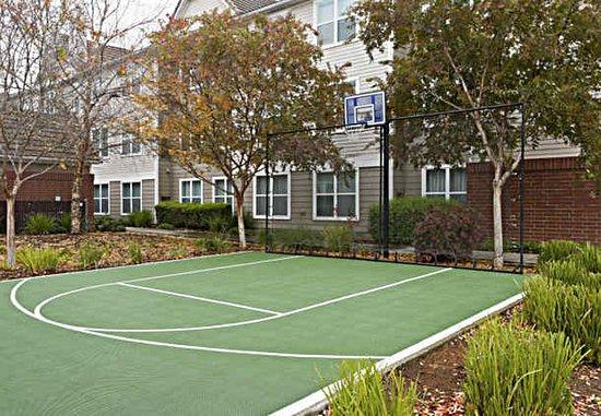 Rancho Cordova, CA: Sports Court