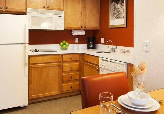 Goodyear, AZ: Studio & One-Bedroom Suite - Kitchen