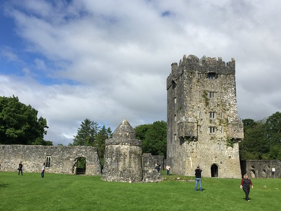 Oughterard, Irland: You can climb to the top of the Norman Tower.