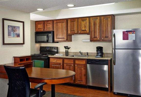 Eden Prairie, MN: King Studio Suite - Kitchen