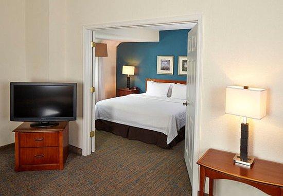Eden Prairie, MN : Penthouse Suite - Bedroom