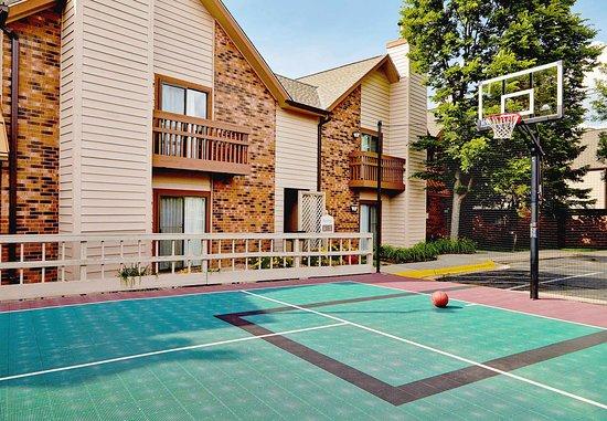 Eden Prairie, MN : Sport Court
