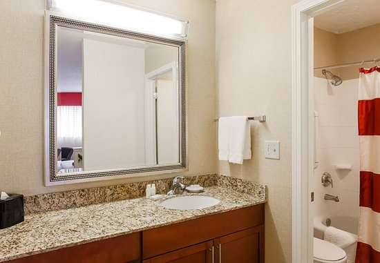 Sharonville, OH: Suite Bathroom