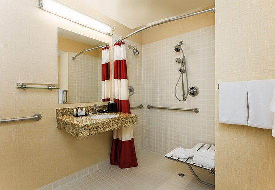Sharonville, OH: Accessible Guest Bathroom - Roll-In shower