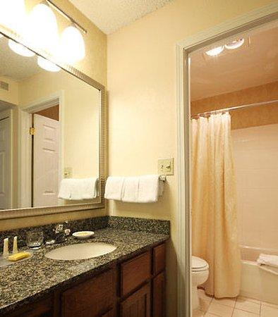 Tinton Falls, NJ: Guest Bathroom