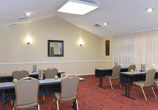Deerfield, IL : Meeting Room