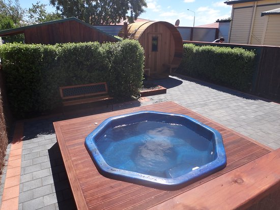 The Old Countryhouse: Our Hot pool and sauna