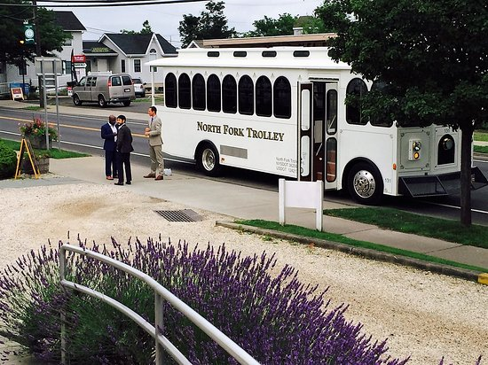 Greenporter Hotel: Trolley awaits