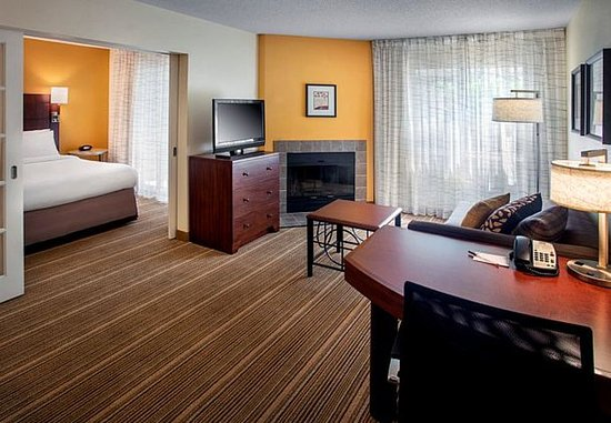 Westborough, MA: Two-Bedroom Suite
