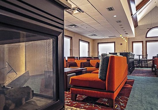 Residence Inn Louisville Airport : Lobby Fireplace