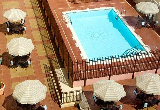 New Rochelle, NY: Outdoor Pool & Spa