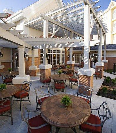 Residence Inn Kansas City Airport: Patio