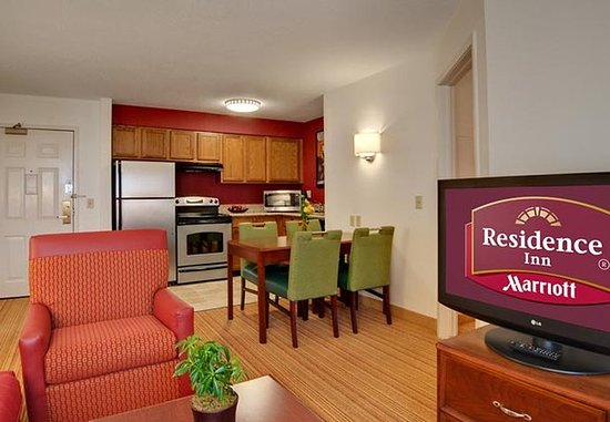 Grandville, MI: Two-Bedroom Suite Kitchen