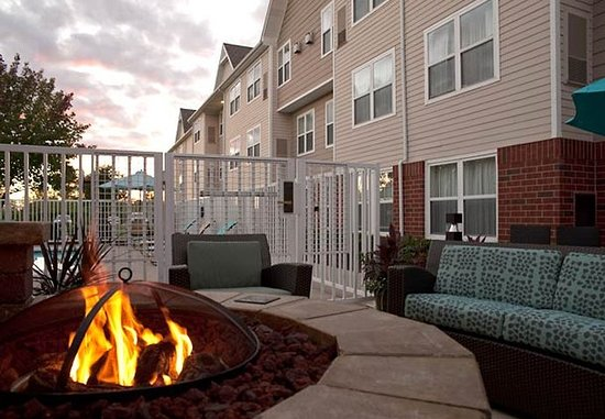 Grandville, MI: Outdoor Patio & Fire Pit