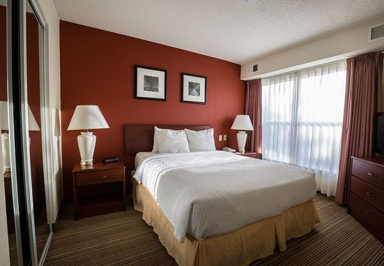 Independence, MO: One-Bedroom Suite - Sleeping Area