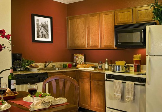 Englewood, CO: Suite Kitchen