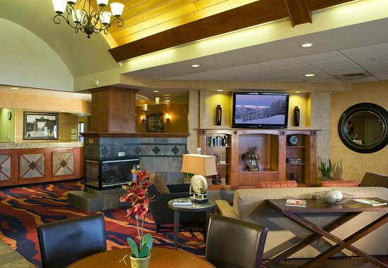 Englewood, CO: Gatehouse & Lobby