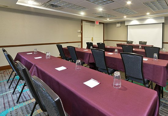 Stanhope, NJ: Meeting Room - Classroom Setup