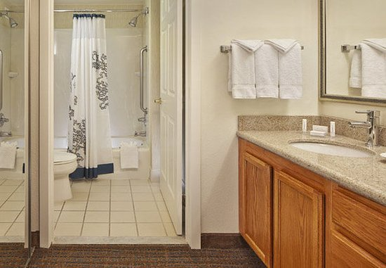 Conshohocken, Pensilvanya: Suite Bathroom