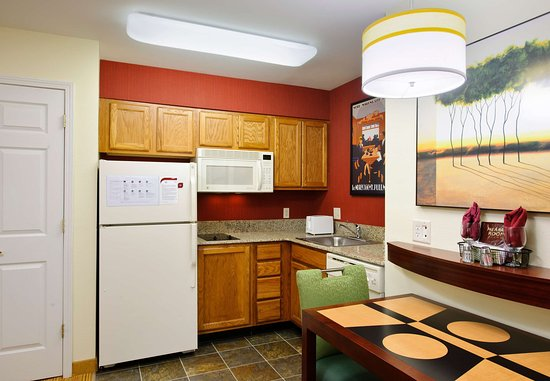 North Dartmouth, ماساتشوستس: Studio & Executive Studio Suite Kitchen