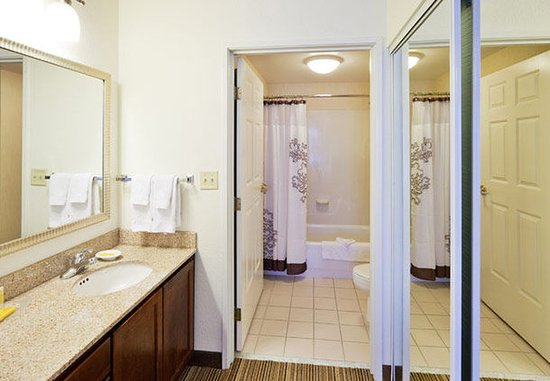 Oak Brook, IL: Suite Bathroom