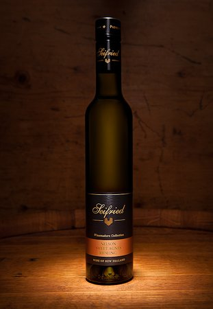 Appleby, Nieuw-Zeeland: The famous Seifried Sweet Agnes Riesling - the perfect finish to any dinner party