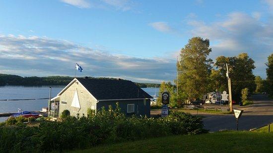 Saint Michel des Saints, Canada: Auberge au Pied de la Chute