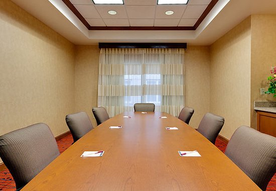 Warrenville, IL: Boardroom