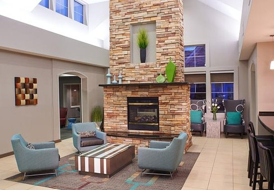 Residence Inn Saginaw: Lobby Fireplace