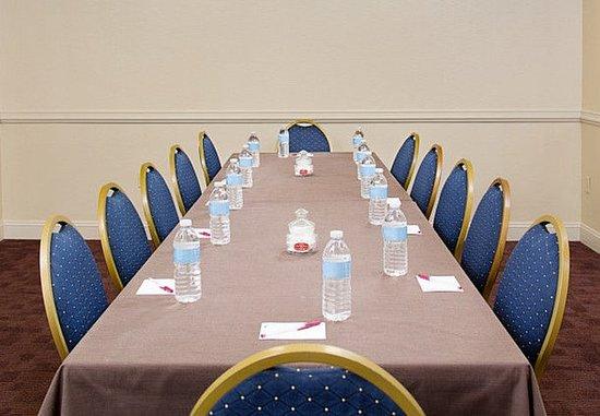White Plains, NY: Meeting Room – Boardroom Setup