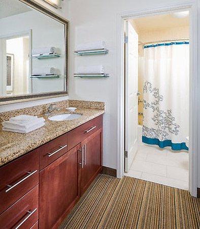 Lewisville, TX: Suite Bathroom